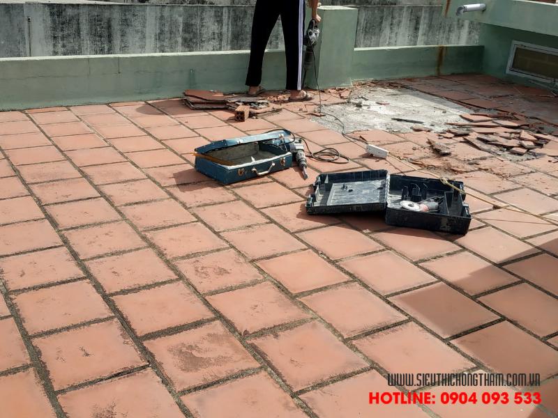 cách chống thấm sàn gạch đỏ thông thường tốn chi phí nhân công