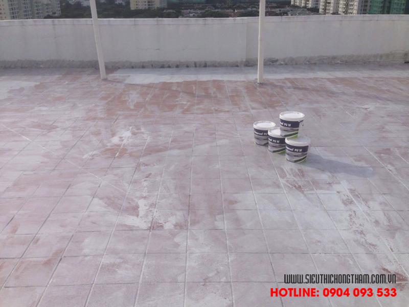 thi công lớp lót lên sân thượng đã lát gạch tăng độ bền